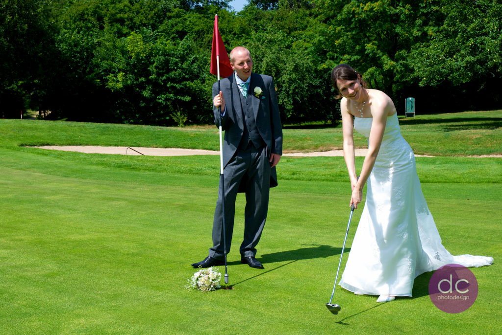 Trash the Dress auf dem Golfplatz