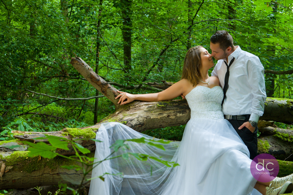 Trash the Dress im Wald
