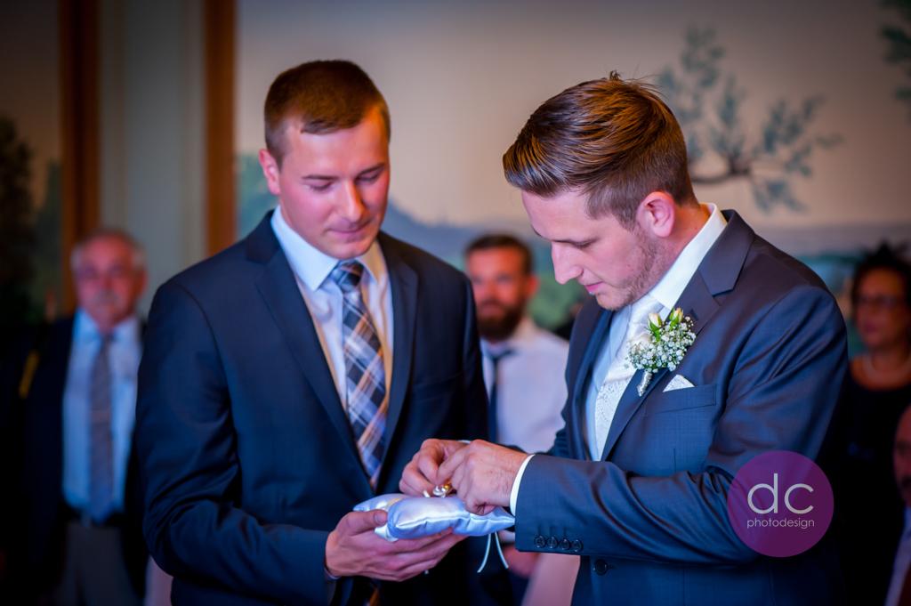 Hochzeitsfotografie - Hochzeitsringe im Standesamt - Hochzeitsfotograf Hanau dc - photodesign