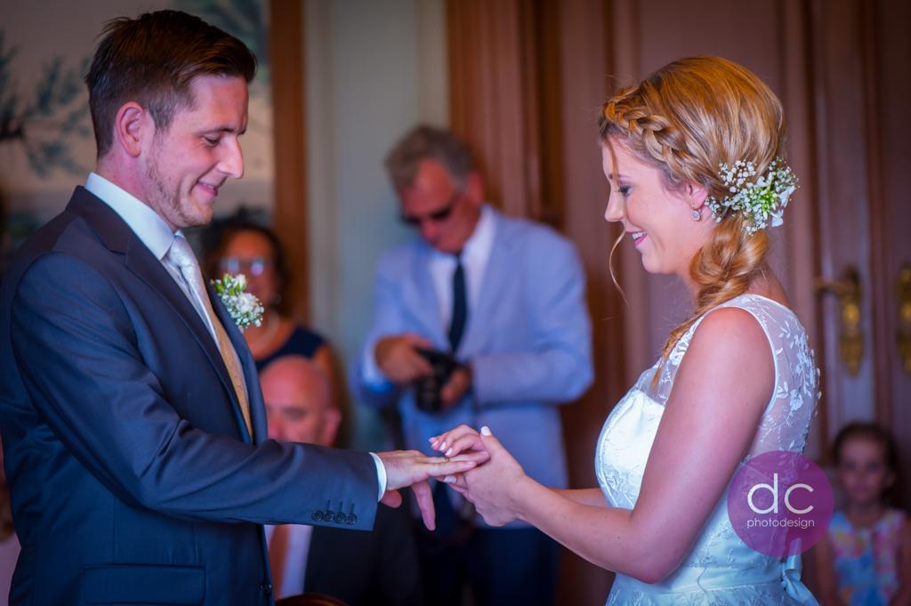 Hochzeitsfotografie - Nimm diesen Ring als Zeichen meiner Liebe! - Hochzeitsfotograf Hanau dc - photodesign