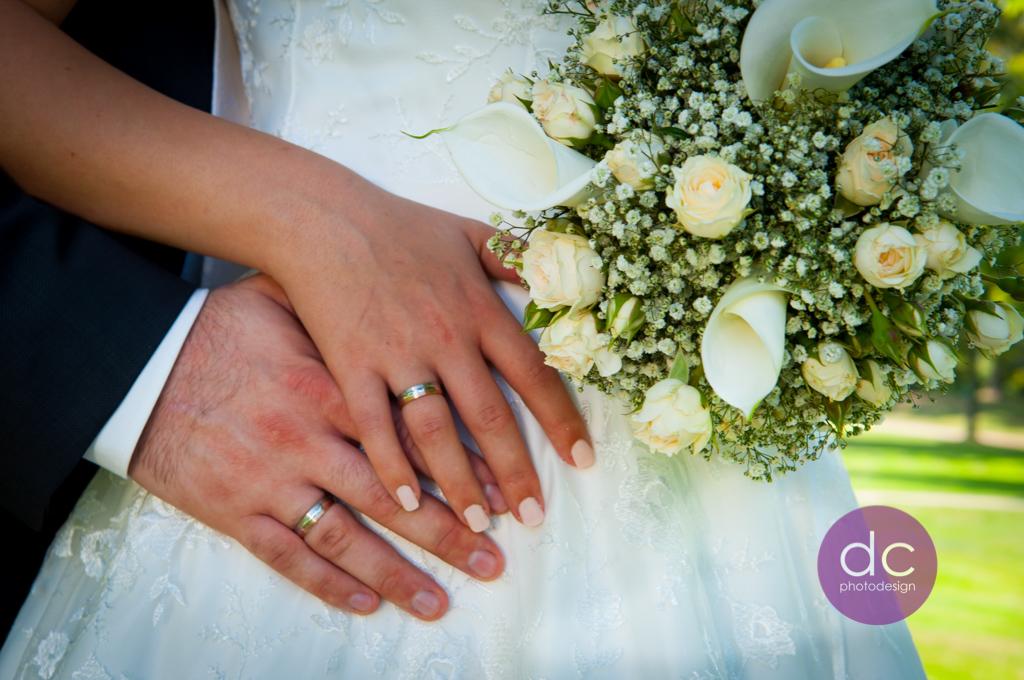 Hochzeitsfotografie mit Trauringe und Brautstrauß - Hochzeitsfotograf Hanau dc - photodesign