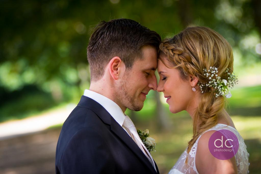Hochzeitsfotografie auf dem Parkweg im Schloss Philippsruhe - Hochzeitsfotograf Hanau dc - photodesign