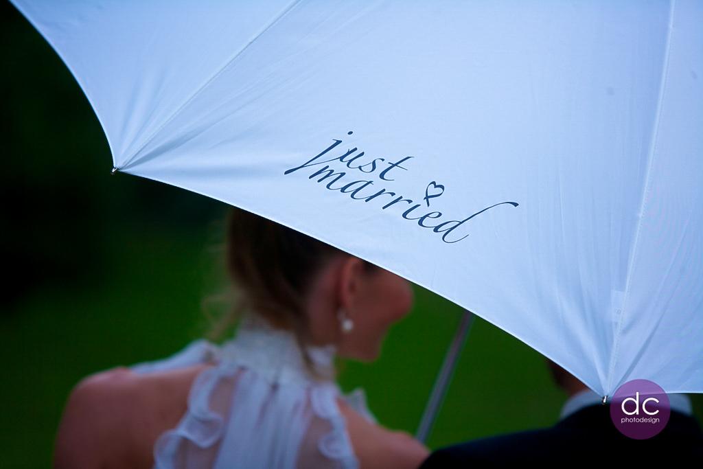 Hochzeitsreportage im Regen- Hochzeitsfotgraf Hanau dc photodesign
